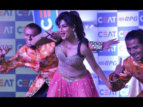 HOT Chitrangada Singh's Very HOT performs at Ceat Cricket Rating Awards