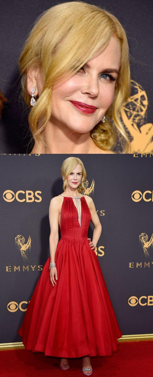 Nicole Kidman foi uma das estrelas da noite com vestido e sapatos Calvin Klein. As joias são Harry Winston