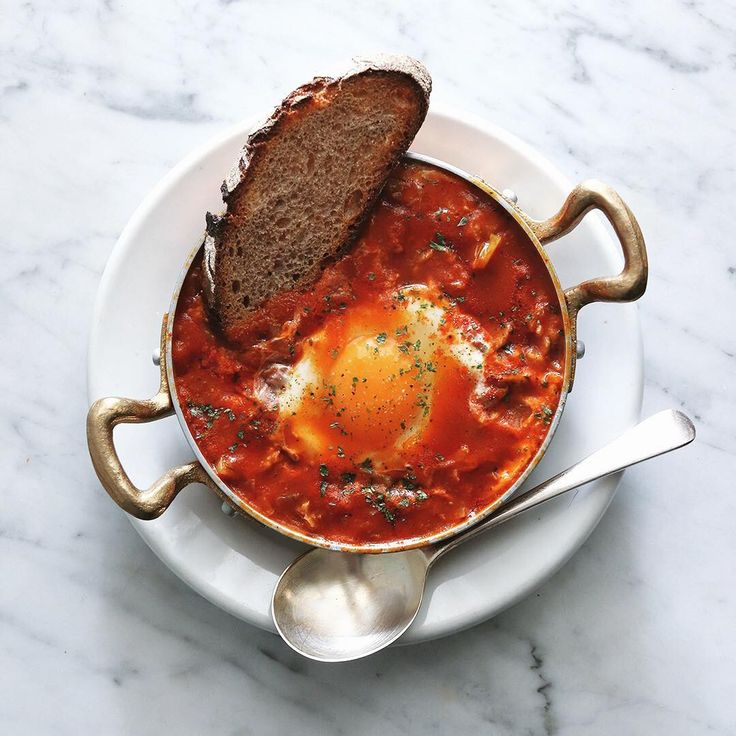 Shakshouka  .  今朝はシャクシュカ。  具材はトマト、キャベツ、パプリカ、玉葱、セロリなどで作るスパイスを効かせた中東の美味しい朝ベジスープ。  .  .  #shakshouka #中東料理 #シャクシュカ #שקשוקה #朝スープ #朝ベジ #朝ベジスープ #朝ベジ部 #スープ  #soup #vegetablesoup #Ballarini #servintavola #バッラリーニ #セルヴィンターヴォラ #Ballarini_jp