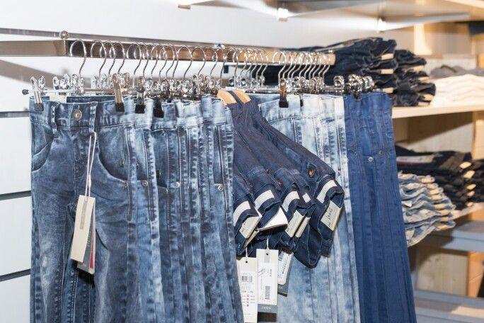 Name it jeans bij ons in de winkel. #windowsdressing #jeansstyling #winkelstyling #nameitjeans #jeansnameit #jeansbijblauw #blauwjeans #blauw #blauwridderkerk