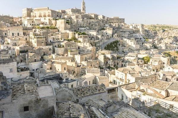 """Gita """"fuori porta"""" per Pasqua: 12 incantevoli borghi bianchi d'Italia - Elle"""