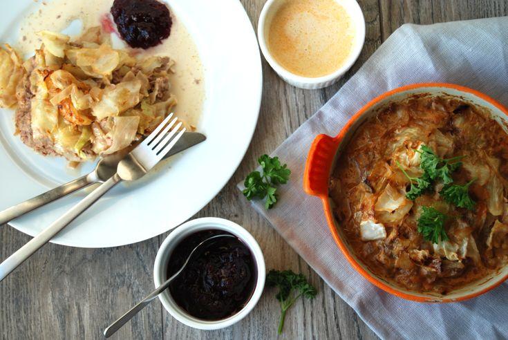 Lättlagad LCHF kålpudding med smak av smörstekt vitkål och smoked paprika. Servera till en klick osockrad lingonsylt. Här hittar du ett gott LCHF recept!