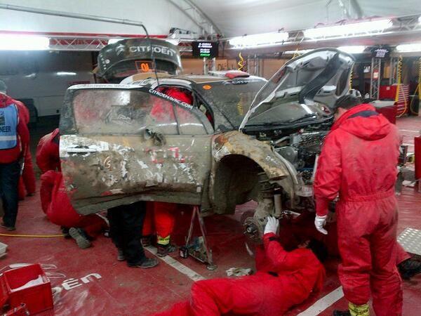 Mechanicy naprawiaja auto i jutro kolejne emocje