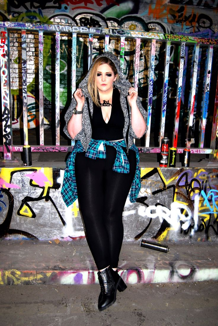 Urban photoshoot - Graffiti tunnel