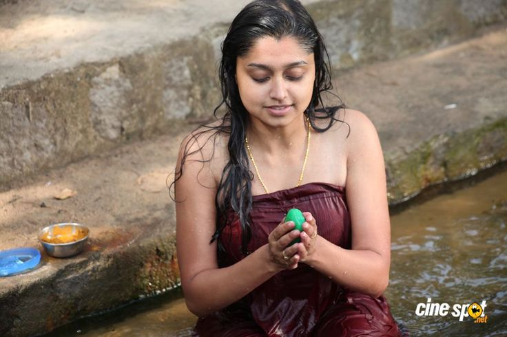 sija rose | Sija Rose hot cleavage show photos from Kozhi Koovuthu Movie « Hot ...