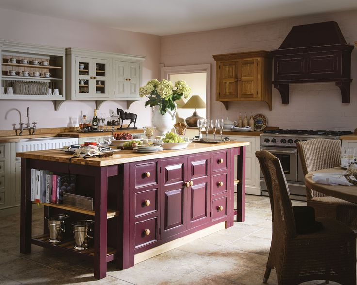 Creamery Kitchens Provençal range: make a statement with this freestanding Creamery kitchen. Complementary paint finishes rounding off traditional design.