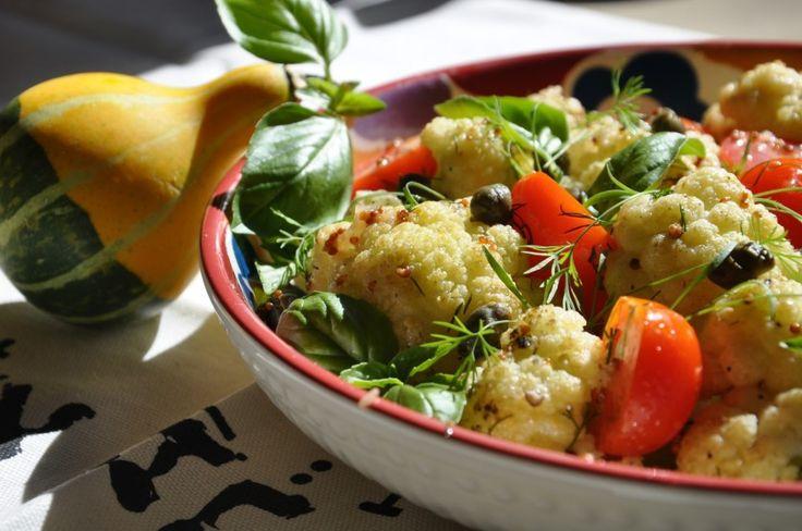 Необычно;) Свежий салат с подмаринованной цветной капустой