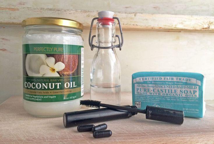 Maak je eigen mascara! Met deze vier ingrediënten en dit simpele recept kun je zelf mascara maken. Goedkoop, beter voor het milieu én je gezondheid!