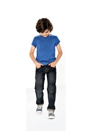 Onze goedkoopste spijkerbroek: € 16,95, in de zomer in de gebleekte versie verkrijgbaar:  http://www.dekinderkledingwinkel.nl/collectie/jongensspijkerbroeken/3721_jeans_sticks-light.html