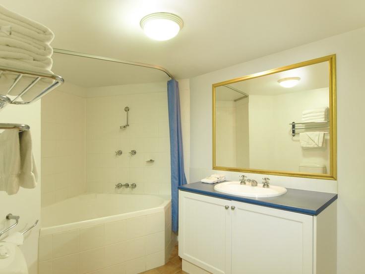 Oaks Calypso Plaza, Coolangatta - 1 Bed Pool #139 - Bathroom