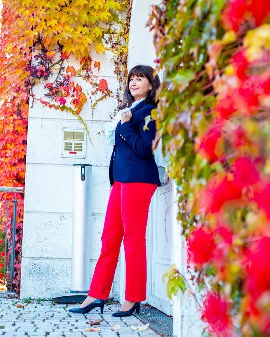 Der Herbst zeigt sich heute von seiner schönsten Seite. Ich darf am Vormittag noch etwas arbeiten, aber dann... Heute Nachmittag geht es auf Reisen nach Seefeld in Tirol. In den Stories nehme ich Euch mit in ein traumhaftes 5-Sterne Hotel in einer wunderbaren Bergregion. Ich freu mich! . . 🌟 🍁 🌟🍃 🌟🍁🌟🍃🌟 . . . . . #germanblogger #styleblogger #over50fashion #mystyle #outfitinspiration #outfitideas #over50fashion #lady50plus #photooftheday #herbstoutfit #herbstlook #over50blogger…