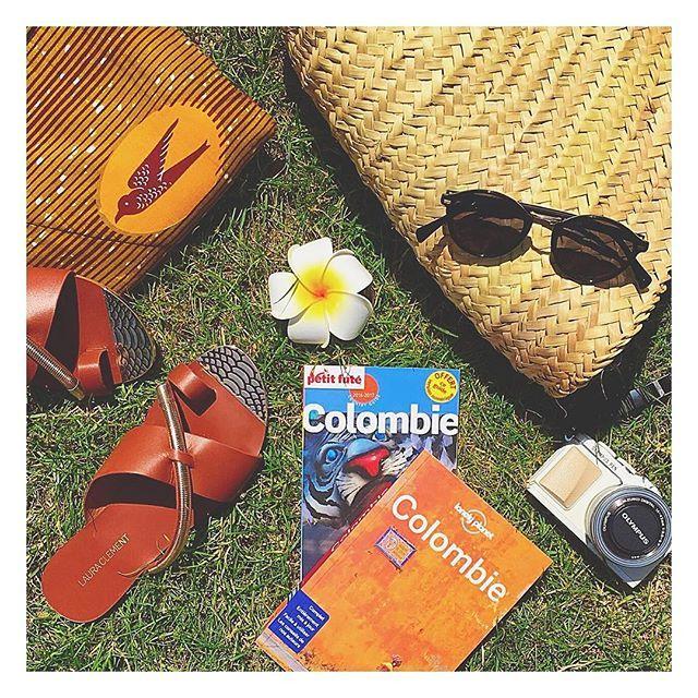J-13 avant notre roadtrip en Colombie ✈️ !! On est toujours dans les préparatifs (un grand merci à @paulinelrld ) et bien entendu on est preneuses de conseils, bonnes adresses, etc. Au programme : Bogota / Medellin / Guatapé / Salento - el eje cafetero / Cartagena / côte Caraïbe avec une ile / Bogota #lesexploratrices #exploringlife #roadtrip #holidays #vacaciones #colombia #vacances #sunglasses #lepetitfuté #lonelyplanet #preparatifs #circuit #bonneadresse #colombie #soyc...
