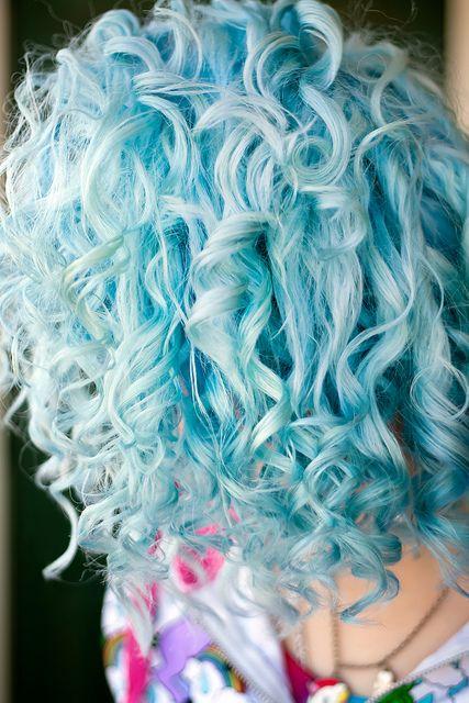 blue & curly hair!