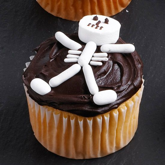 Skeleton Bones Cupcake. Click on photo for more fun Halloween Cupcakes! :): Halloween Parties, Cupcakes Ideas, Cupcakes Decor, Skeletons Cupcakes, Halloween Skeletons, Halloween Cupcakes, Halloween Treats, Halloween Food, Cups Cakes