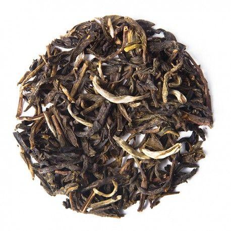 Jazmín - Un té perfumado de la provincia de Fujian en China, con el delicado aroma de las flores de jazmín. Prueba una taza ligeramente dulce, de color claro, refrescante. Una perfecta introducción a nuestra selección de tés.