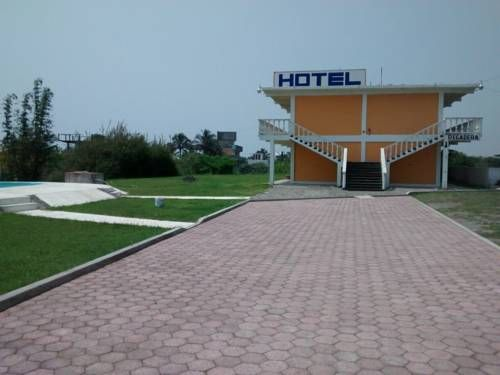 Hotel Azulejos Ursulo Galvan, Veracruz Hotel Azulejos is located only 100 metres from the beach in Chachalacas, Veracruz. It offers garden areas with an outdoor swimming pool and a viewpoint with sea and beach views.  Each room at the Azulejos has a private bathroom, a TV and a fan.