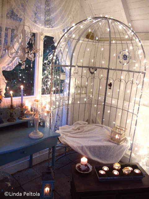 White garden shed lit with Christmas lights and candles Romppala - kotoilua ja puutarhanhoitoa