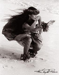 hula kahiko - wahine  Kim Taylor Reece photographer extraordinaireI HAVE A PRINT OF THIS