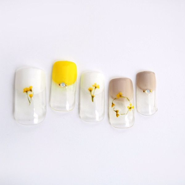 押し花とレモン色は 可憐で清楚な女の子にぴったり。 ポイント...|MERY [メリー]