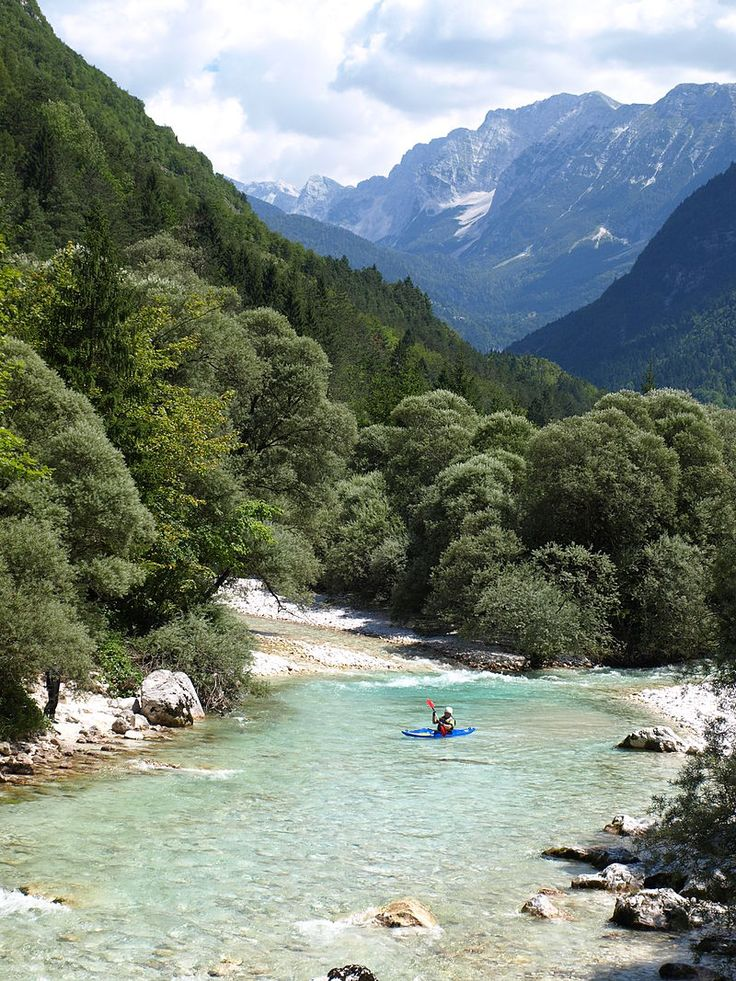 Triglav National Park. Der Soča Fluss gilt als der schönste Fluss Sloweniens - Slowenien