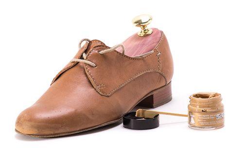Kratzer im Schuh reparieren