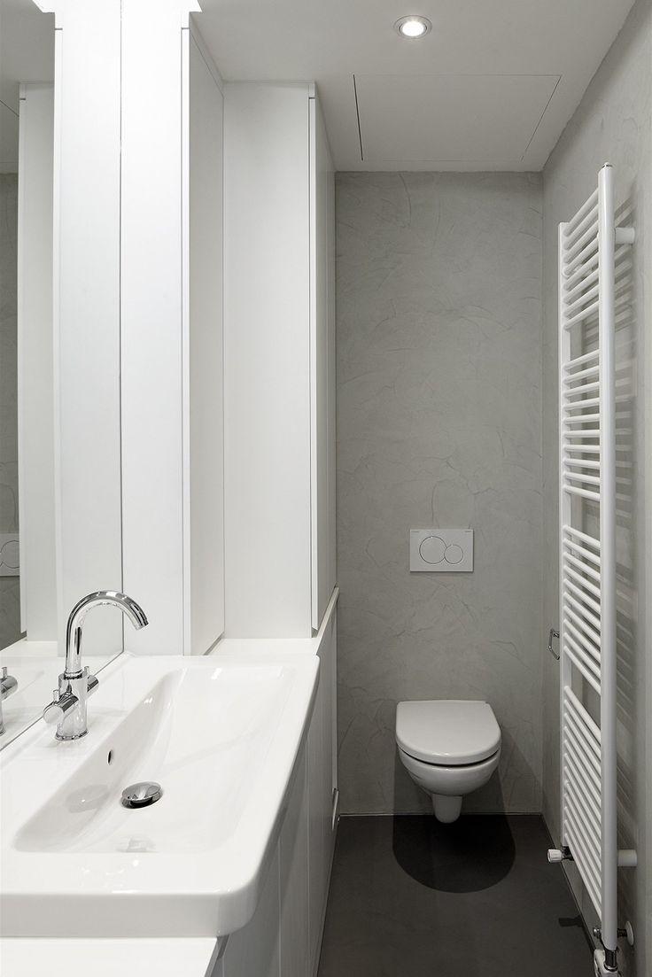 V bytě jsou dvě toalety. Jedna samostatná a druhá je v koupelně.