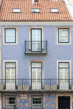 Building Facade in Rua do Pau da Bandeira by Andre Vicente Goncalves Building Facade in Rua do Pau da Bandeira, Estrela, Lisbon, Portugal, Europe See more photos at: http://j.mp/1BA2pVG