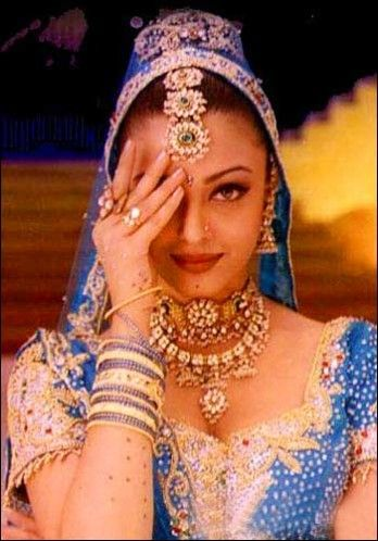 """All about Ashwarya Rai and her film """"Hum Dil De Chuke Sanam"""", her roles in the Hindi film industry and the deep necked blouses, cotton saris and ghagra cholis became a hot favorite with the success of the movie."""