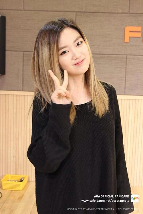 Youkyung ... Even though she has a long hair... looks so pretty :3