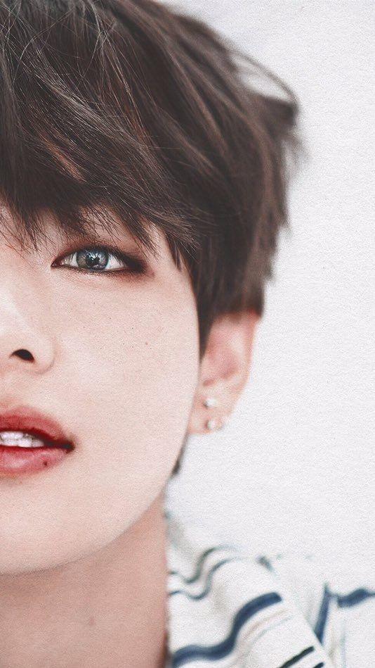 Whoy so handsome Taehyungieeeeeee!
