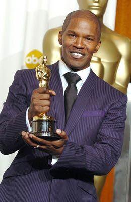 """4/23/14  11:28p   The Academy Awards Ceremony 2005:   Jamie Foxx  Best Actor Oscar  for """"Ray""""  2004"""