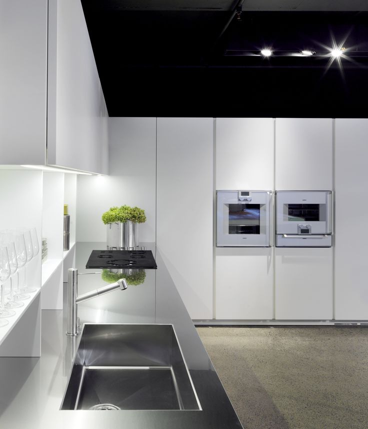 Boffi Xila 09 Kitchen With Integrated Stainless Steel Hob