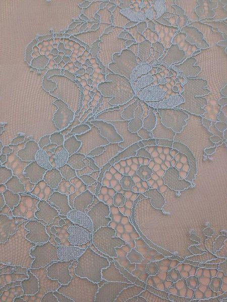 Blaue Grüne Chantilly Spitze, Französische Spitze von Lace To Love auf DaWanda.com