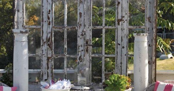 Pomysł na wykorzystanie starych drzwi na tarasie.  Od TopDreamer.