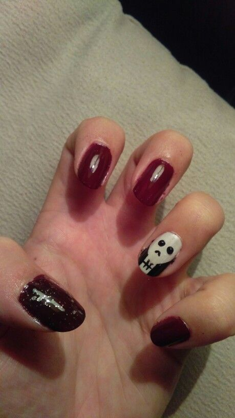 Halloween nails skull, blood and some sparkle ;)