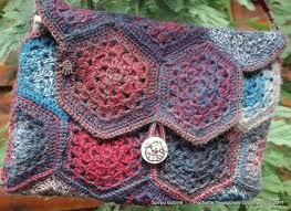 Nella valigia della Buru: Granny patch mania: Tanti schemi gratis per realizzare borse all'uncinetto - CROCHET BAG FREE PATTERNS