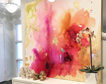 Dit een van een soort grote abstracte kunstwerk is geweven met een mengsel van acrylverf, gerecycled glas en hars coating om te maken een werkelijk unieke en serene abstract oorspronkelijke. Het schilderij heeft een glas vacht laag van epoxyhars toe te voegen een dikke hoogglans glans stuk. Ziet er mooi in het daglicht!  De kleuren zijn tinten van goud, wit, groen, roze, geel, rood, blauw, lila, magenta, iriserende glitter en vleugje echte bladgoud.  Dit is een ondertekende originele gallery…