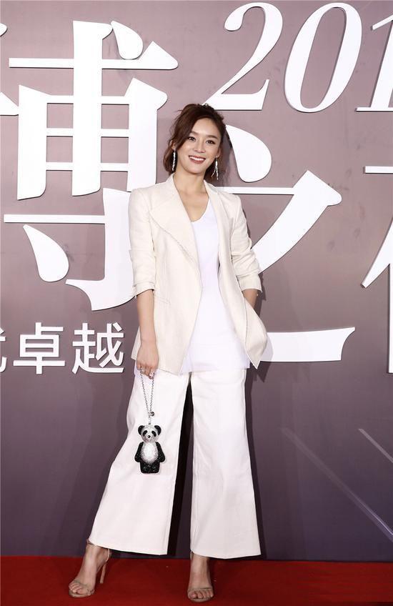 Fabulously Spotted: Mabel Yuan Wearing Hugo Boss - 2016 Sina Weibo Night - http://www.becauseiamfabulous.com/2016/01/15/fabulously-spotted-mabel-yuan-wearing-hugo-boss-2016-sina-weibo-night/