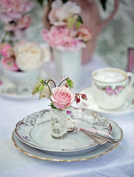 Cute Viel Liebe f rs Detail steckt in dieser romantischen Tischdekoration mit Rosen Foto Time u Wohnen Und GartenGedeckter