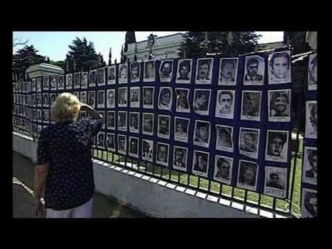 ▶ ¿Quién soy yo? - YouTube  Documental de Estela Bravo sobre los ninos que recuperaron su identidad en la Argentina gracias a la lucha de las Abuelas de Plaza de mayo.