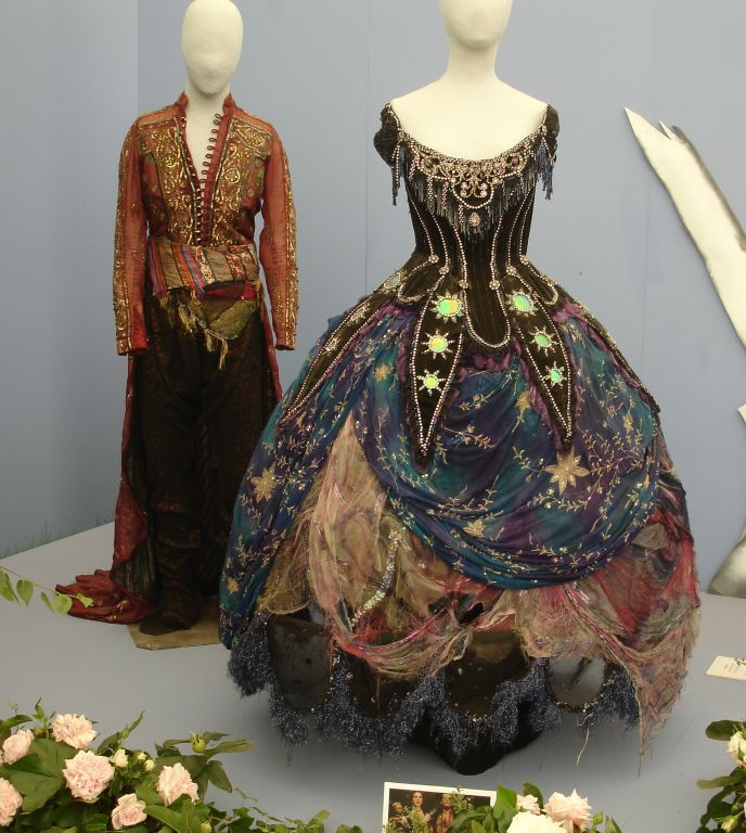 Costumes for Oberon and Titania from the RSC's 1981 production of A Midsummer Night's Dream  http://theshakespeareblog.com/wp-content/uploads/2012/05/MND-1981-costumesDSC03366.jpg