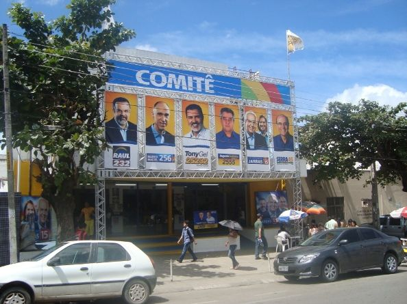 Comite Politiço com Banners