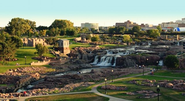Enjoying Falls Park in Sioux Falls, SD   Visit Sioux Falls