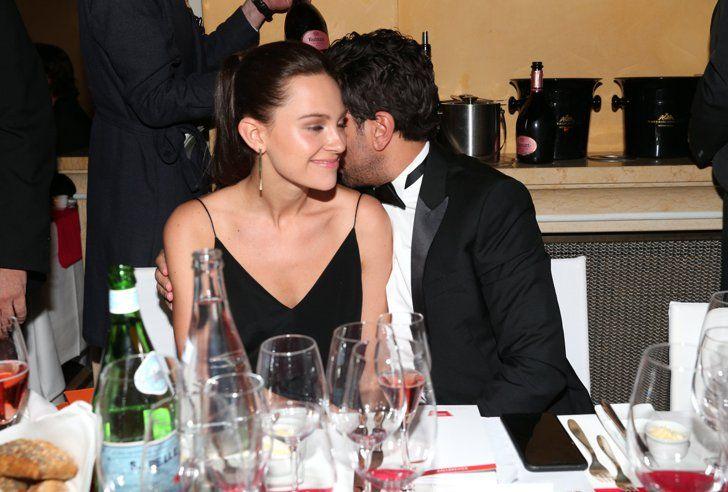 Pin for Later: 8 Fotos von Elyas M'Barek und seiner Freundin, die einfach für sich sprechen Elyas M'Barek mit Julia Czechner beim Deutschen Filmball in München, Januar 2016