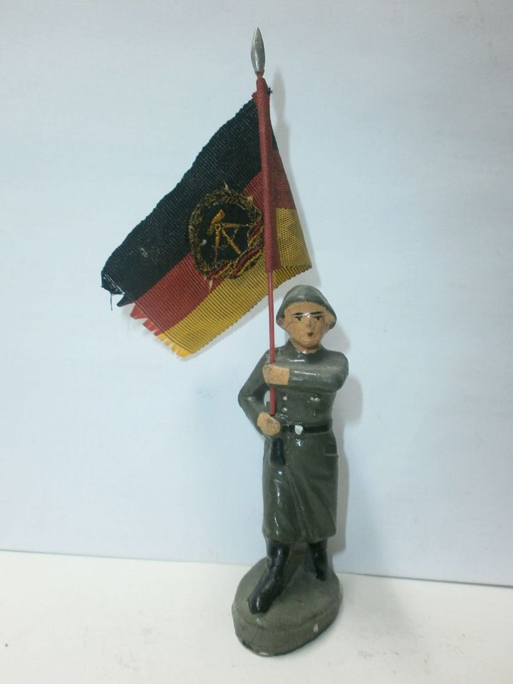 altes DDR Spielzeug NVA Massesoldat Fahnenträger mit Stoff-Fahne zu 7.5cm | eBay
