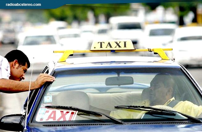 Autoridades municipales recomiendan negociar pasaje de taxi