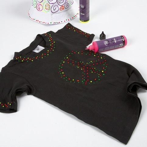 Neon 3-D liner på svart t-shirt