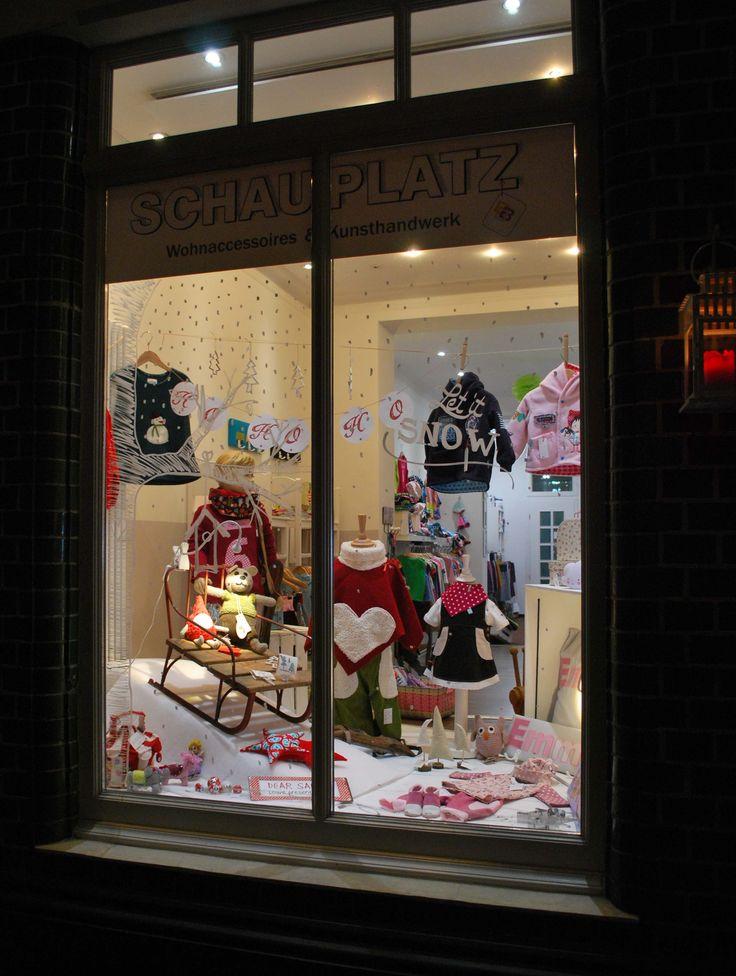 ♥ unser Weihnachtsfenster 2016 ♥  #schauplatz #fensterdekoration #weihnachten #xmas #kinderdeko #schaufenstergestaltung #chalkmarker