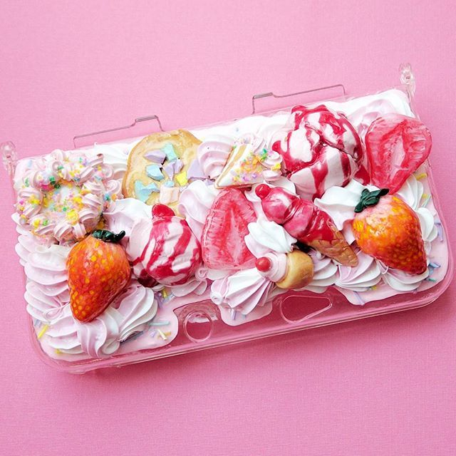 3DS XL Old case!  #handmade #cabochon #decoden #strawberry #polymerclay #sculpey #fimo #resin #3ds #Nintendo #miniatures #desserts #cake #birthday #cherry #スイーツデコ #paint #sweetsdeco #makersgonnamake #etsyseller #dollhouse #clayart #fakefood #minifood #handmadewithlove #charms #unreal #sweets #cakeslice #icecream