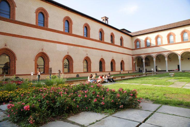 ミラノ市民も観光客もリラックスできる、憩いの中庭
